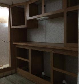 roulotte motorisé cargo réaménagement remise à neuf armoires de cuisines