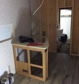 roulotte motorisé cargo réaménagement remise à neuf armoires de cuisine
